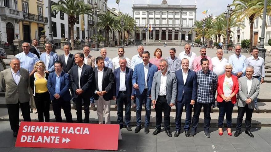 Pedro Sánchez, con los candidatos canarios al 26M