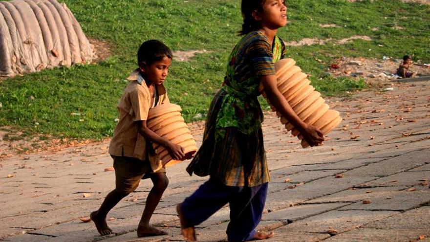 Bangladesh intenta erradicar el matrimonio infantil a través de las redes y la TV