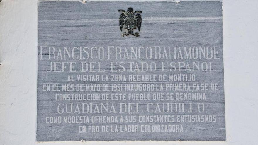 Guadiana Caudillo placa franquista antigua