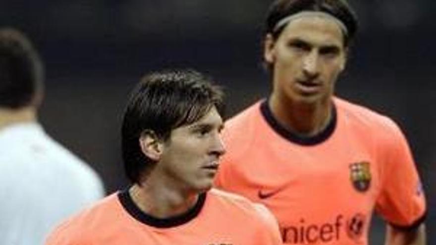 Messi e Ibrahimovic, en un lance del partido.