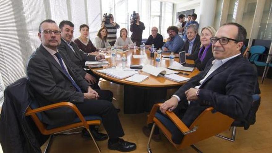El Consell Rector de la Corporació Valenciana de Mitjans de Comunicació, reunida en el centro de producción de programas de Burjassot.