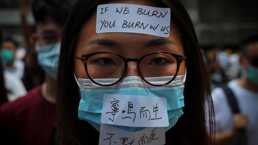 El Gobierno hongkonés prohíbe el uso de máscaras en las manifestaciones