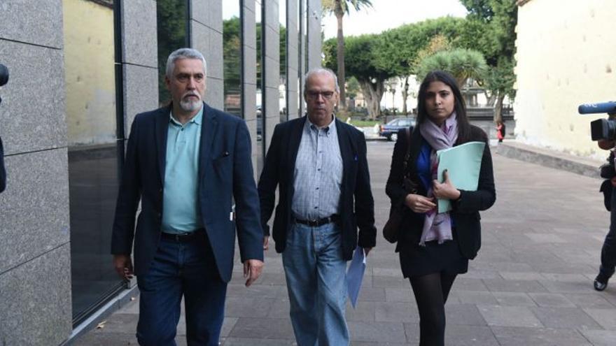 Antonio Pérez-Godiño se dirige a declarar a los juzgados como investigado por el caso Grúas, este lunes en La Laguna