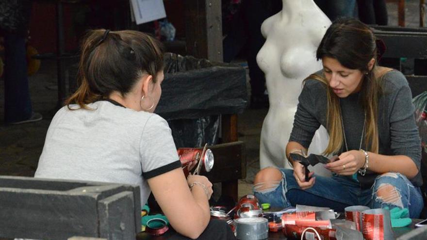 Uruguay recicla la basura en arte en el festival internacional de Drap-Art