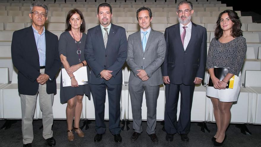 El alcalde de Santa Cruz de La Palma (tercero por la izquierda) en la presentación del Test de Aplicación de la Ley de Transparencia celebrada en Tenerife.