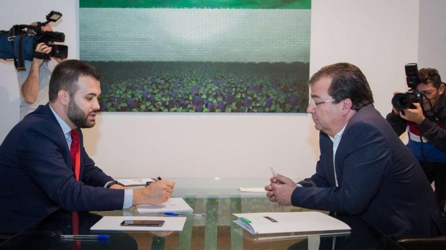 Reunión de trabajo entre el alcalde de Cáceres, Luis Salaya, y el presidente extremeño, Guillermo Fernández Vara