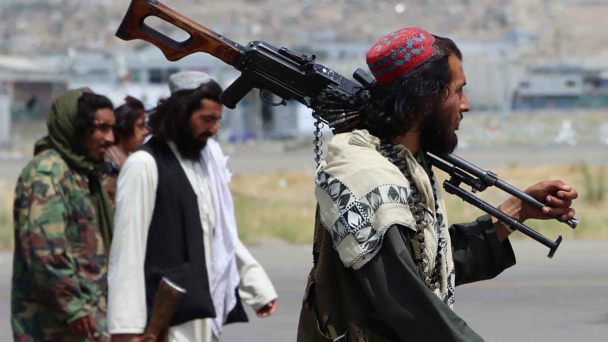 Talibanes en los alrededores del Aeropuerto Internacional Hamid Karzai.