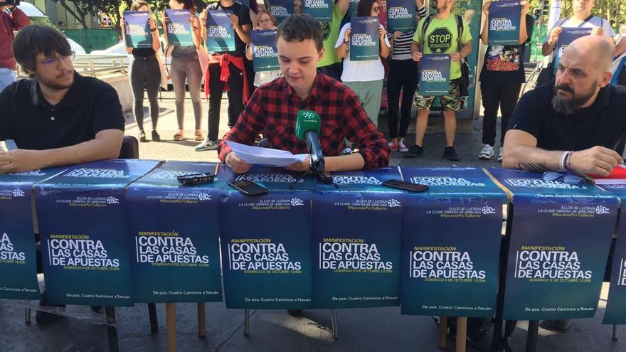 Rueda de prensa para presentar la manifestación contra las casas de apuestas en Madrid organizada por Apuesta por tu barrio.
