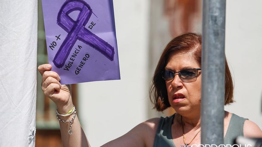 Concentración contra la violencia de género a las puertas de la Diputación | ÁLEX GALLEGOS