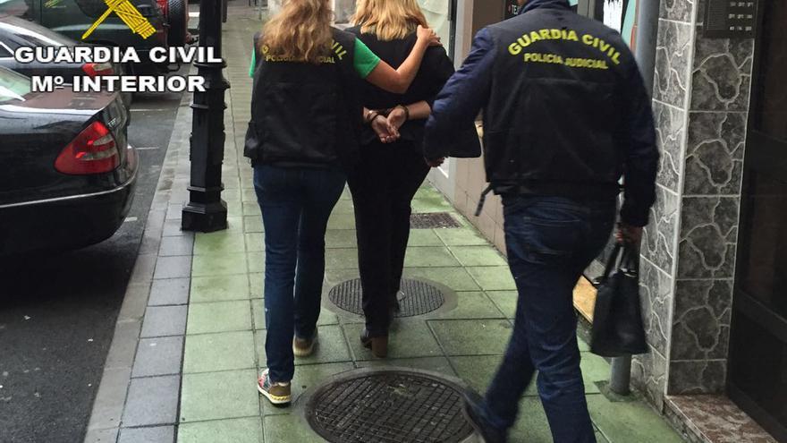 Detenida una mujer de 33 años acusada de acabar con la vida de su pareja en la capital grancanaria.