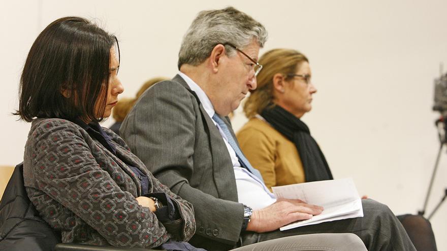 J.R.F., Jaime Cortezo y Elena del Castillo, en el juicio por la presunta estafa de Hoya Pozuelo. (ALEJANDRO RAMOS)