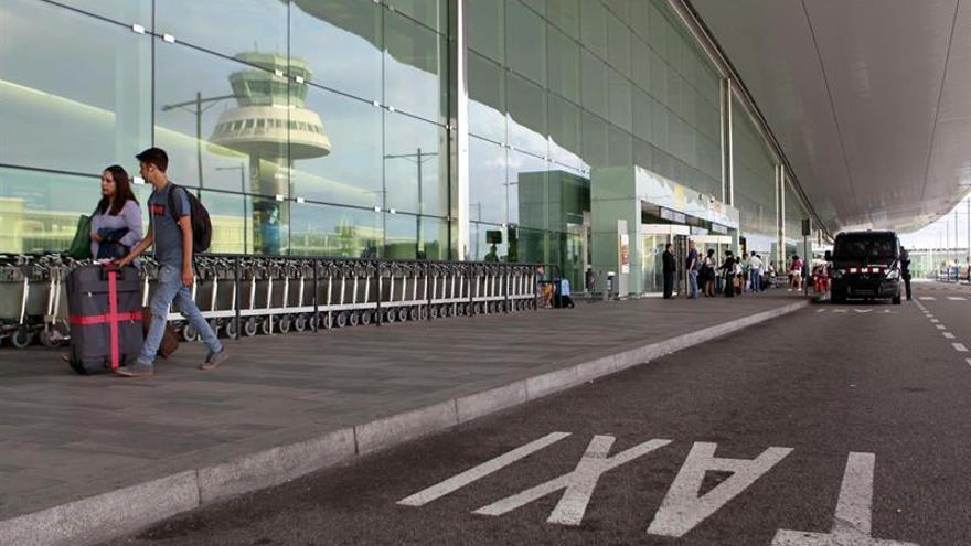 Detenidos en el aeropuerto con 122.000 euros en joyas y relojes de lujo