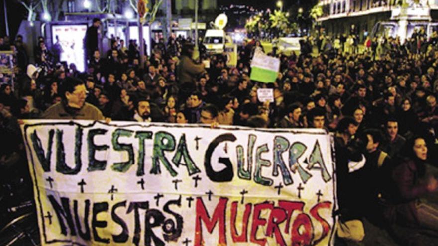 Minuto de silencio durante la manifestación del 13 de marzo de 2004