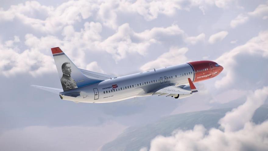Avión de Norwegian con el retrato de Benito Pérez Galdós.