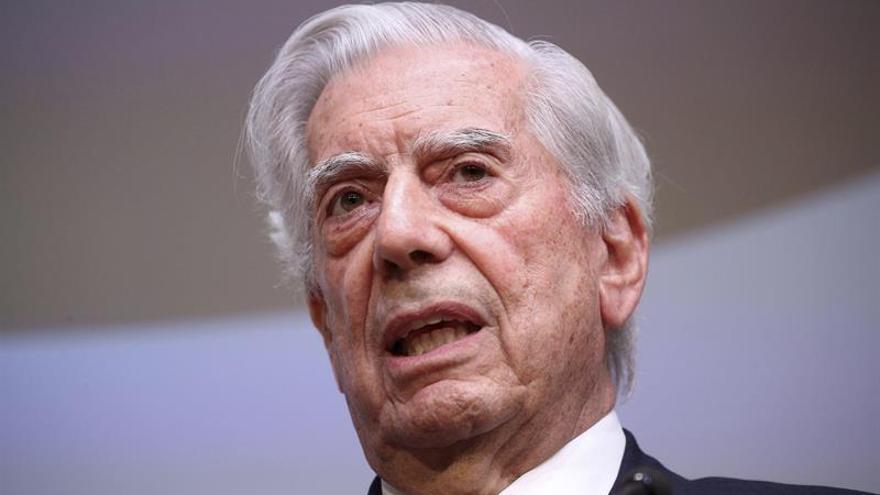 """Vargas Llosa lamenta la muerte de Szyszlo, con quien vivió """"mil y una aventuras"""""""