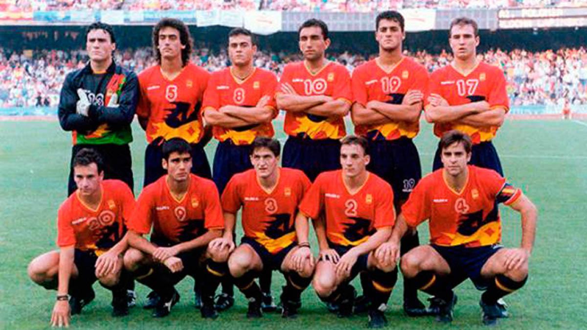 Rafa Berges, de pie a la derecha, en los Juegos de Barcelona