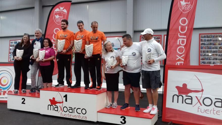 Podio de la competición por equipos del Trofeo Atlántico.
