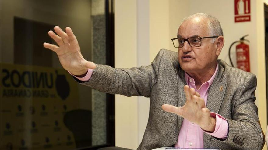El Alcalde de La Oliva abandona la oficinas municipales por orden de la Policía Local