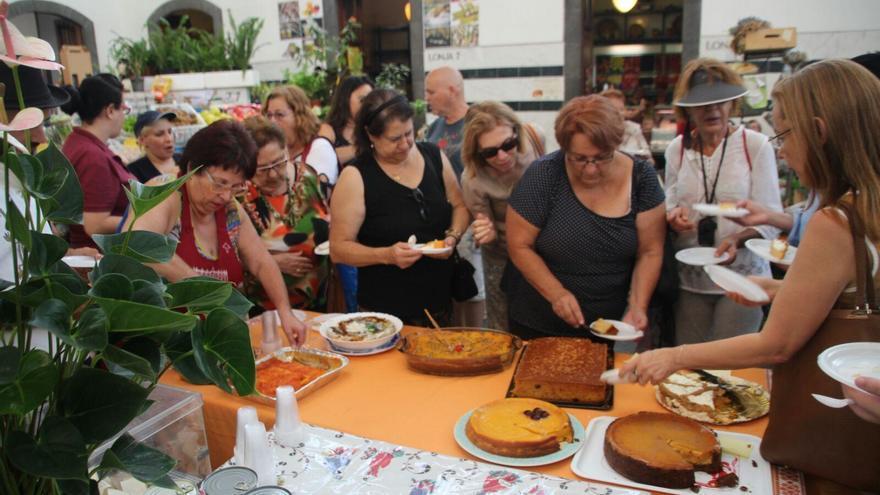 En la imagen, un momento de la  degustación de las tartas de calabazas. Foto: JOSÉ AYUT.