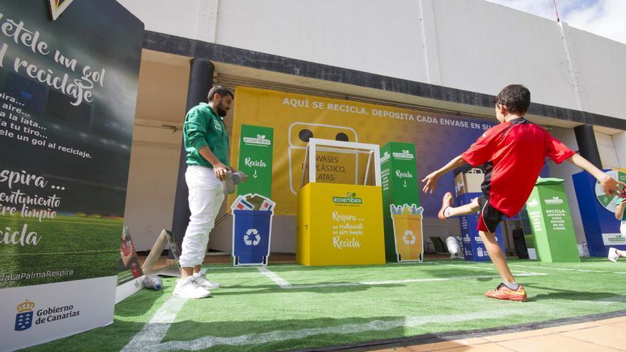 En el estadio Silvestre Carrillo se instaló una fanzone con diversos juegos para concienciar sobre la importancia del reciclaje de los envases.