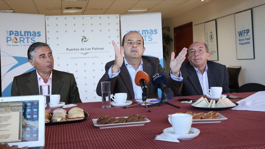 El presidente de la Autoridad Portuaria de Las Palmas, Juan José Cardona, explica el plan de inversiones que se pondrá en marcha en los puertos palmenses.