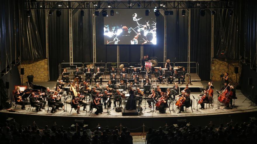 Concierto de la Orquesta de Córdoba dedicado al cine, este jueves, en el Teatro de la Axerquía | ÁLEX GALLEGOS