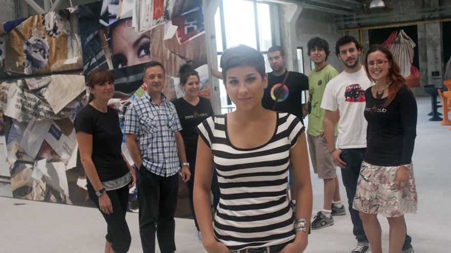 La coordinadora de ZAWP, Ruth Mayoral, con parte del equipo.