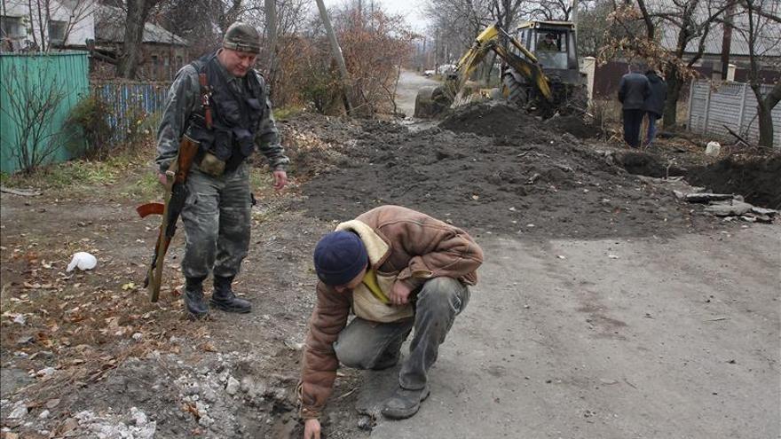 El presidente de Ucrania propone revocar la ley de autogobierno para las zonas rebeldes