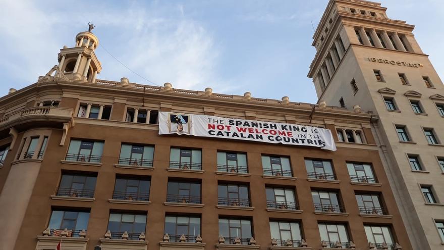 Los Mossos afirman que es el Ayuntamiento de Barcelona el que debe permitir una pancarta o retirarla
