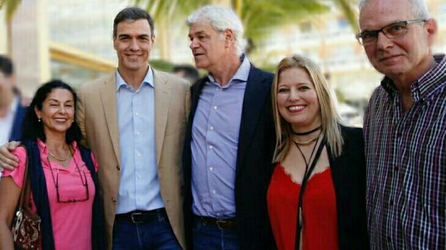 Pedro Sánchez  con candidatos del PSOE de El Hierro
