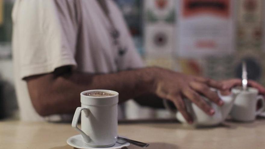La OMS alerta de que ingerir bebidas muy calientes puede provocar cáncer