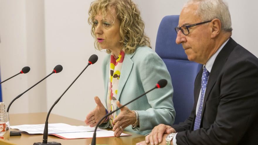 Eva Díaz Tezanos y Miguel Ángel Palacio durante una rueda de prensa. | MIGUEL LÓPEZ