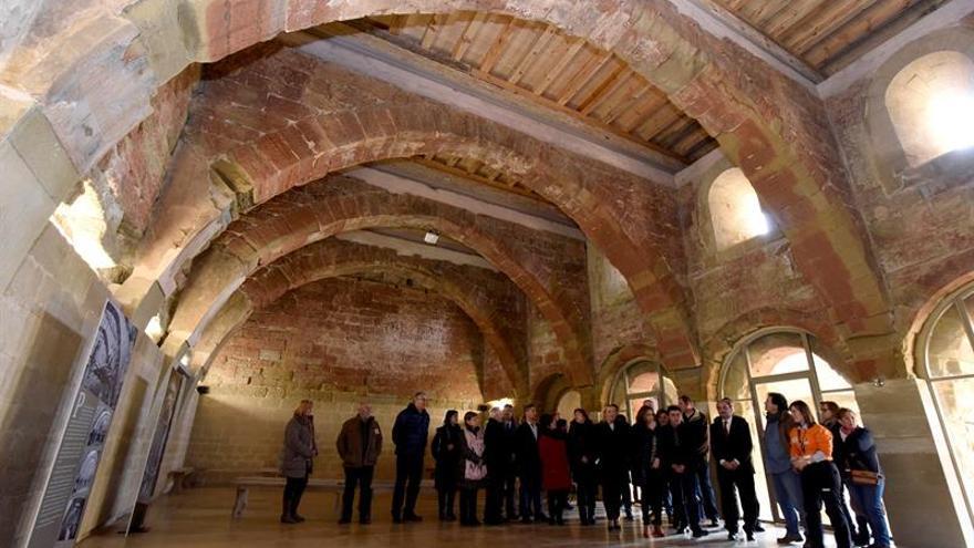 Lambán abre visitas guiadas en Sijena y anuncia la restauración del monasterio