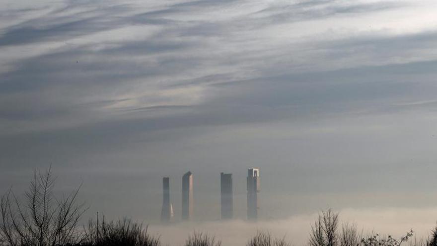 Cancelados seis vuelos en Barajas a primera hora por la niebla