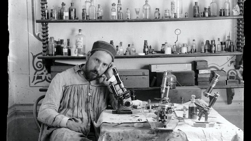 Un autorretrato de alrededor de 1885 de Santiago Ramón y Cajal, cuyos estudios pioneros revelaron la diversidad de tipos de células que conforman el cerebro