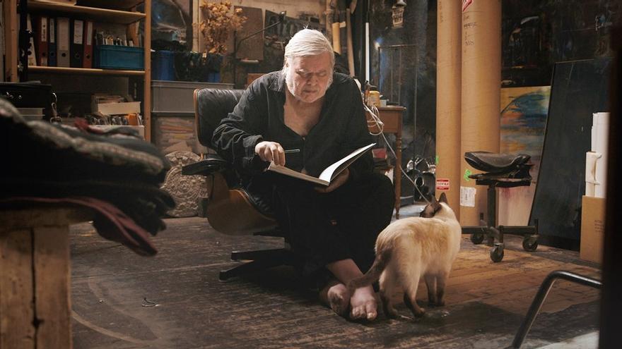 H.R. Giger con su gato Muggi | Icarus Films