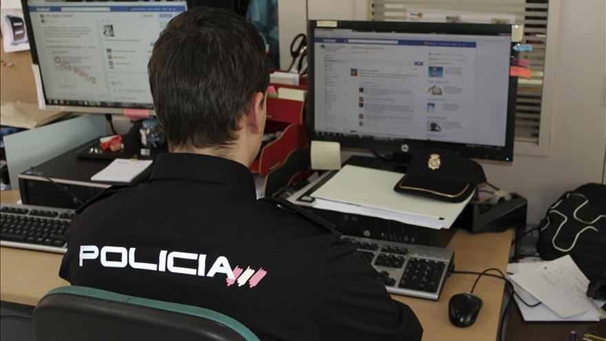 Contactar con desconocidos en la red, factor de riesgo en el acoso a menores
