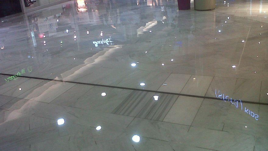 Inundación en el Centro Comercial Las Arenas.