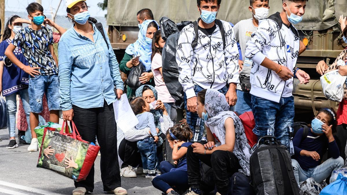 Grecia pidió este jueves a la Comisión Europea (CE) y a la Agencia Europea de Fronteras y Costas (Frontex) la devolución inmediata a Turquía de 1.450 personas sin derecho a asilo, un mecanismo en marcha desde 2016 pero suspendido por la pandemia de covid-19, según informó el ministerio de Migración. EFE/EPA/VANGELIS PAPANTONIS/Archivo