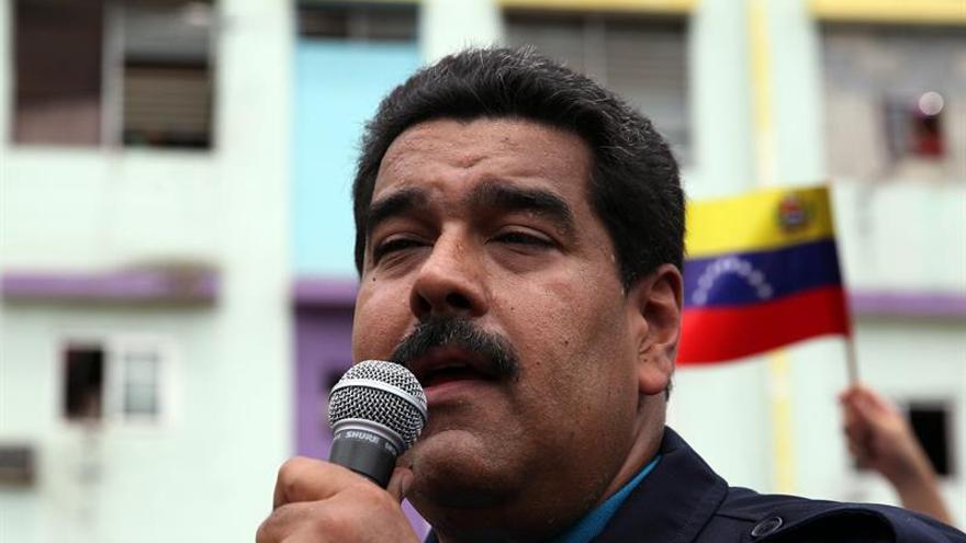 Maduro le pide a los opositores desistir de adelantar las elecciones presidenciales