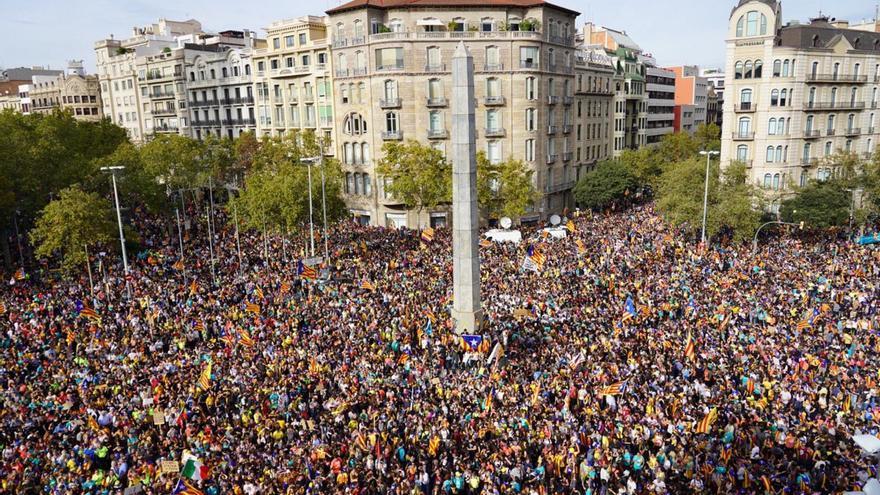 Manifestación en Jardinets de Gràcia (Barcelona) en apoyo a los líderes independentistas.