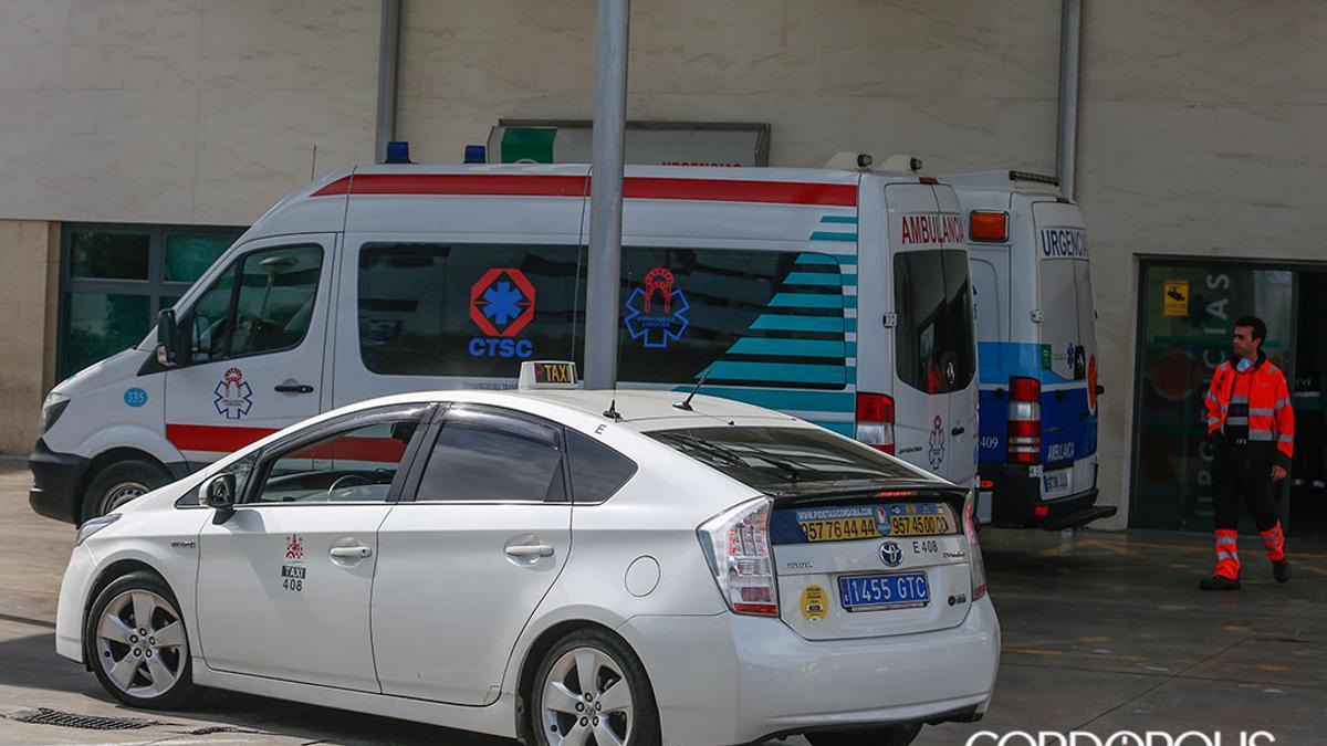 Taxistas en las urgencias del Hospital Reina Sofía