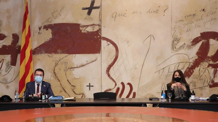 El vicepresidente de la Generalitat en funciones, Pere Aragonès, y la portavoz del Govern y consellera de la Presidencia en funciones, Meritxell Budó, en la reunión del Consell Executiu.