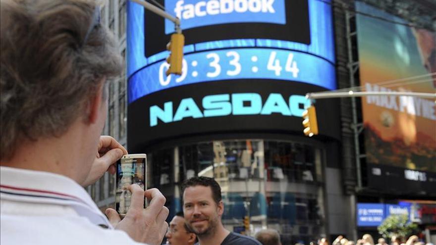 Facebook supera los 38 dólares por primera vez desde su estreno en bolsa