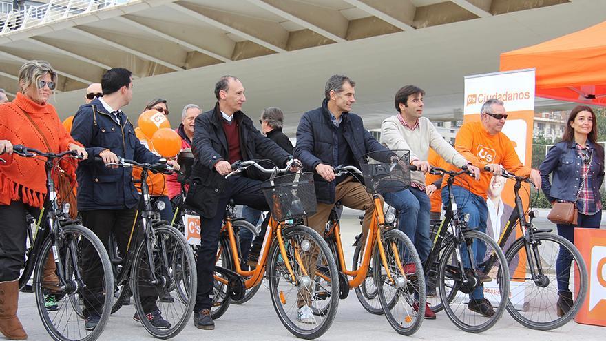 Los candidatos de Ciudadanos, con Vicente Ten y Toni Cantó a la cabeza, en un acto en Valencia
