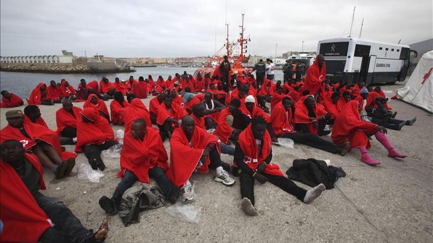 Rescatados de aguas del Estrecho 227 inmigrantes que iban en 23 pateras