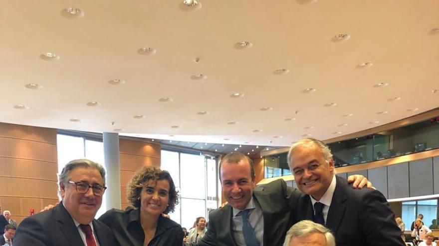 Juan Ignacio Zoido, Dolors Montserrat, Manfred Weber, Esteban González Pons y Antonio Tajani, al principio de la legislatura.