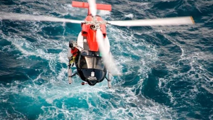 Helicóptero de emergencias del Gobierno de Canarias.