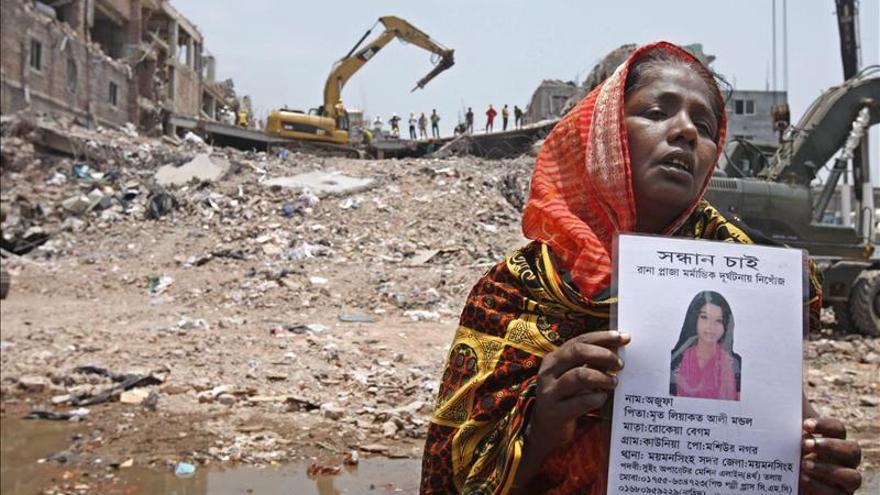 Suben a 543 los muertos por el derrumbe en Bangladesh