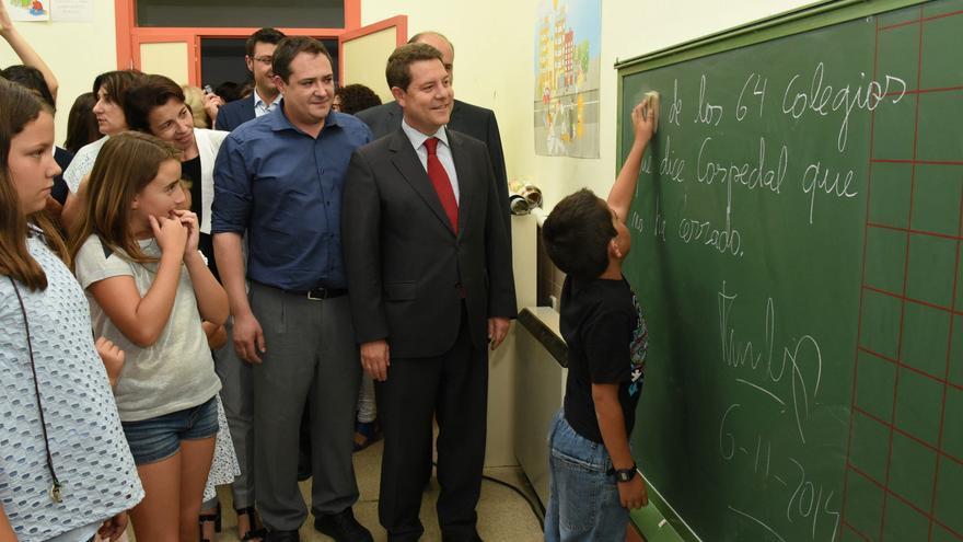 En septiembre de 2015, Page inauguraba curso escolar en el colegio de Puente Vadillos